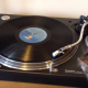 Музыкальный кот-диджей крутит пластинки!