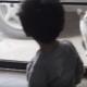 Мальчик общается с котом. Похоже, они нашли общий язык!