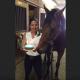 Лошадь задула свечи в свой День рождения! Это надо только видеть!