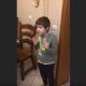 Мальчик ругает папу за убитую мышку