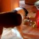 Пес боится спускаться по лестнице