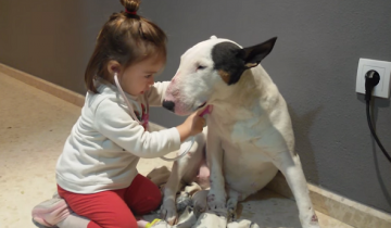 Девочка принимает первого пациента