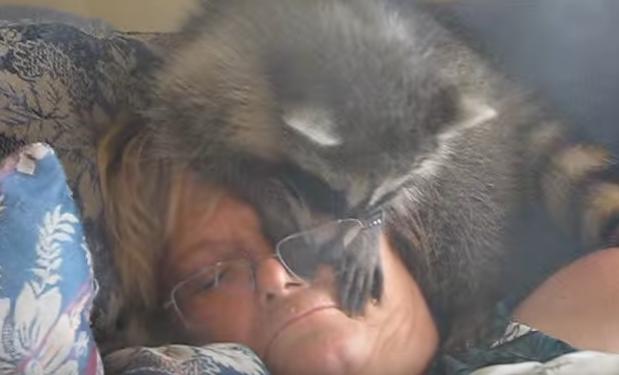 Негр со спящей