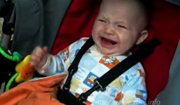 Реакция ребенка на арбуз: невозможно удержаться от улыбки