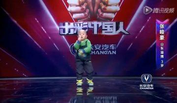 Трехлетний мальчик из Китая поразил публику своими танцами