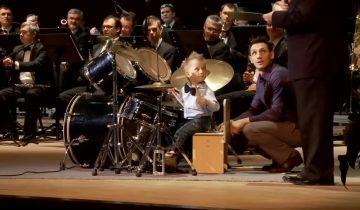 Блистательное выступление юного барабанщика