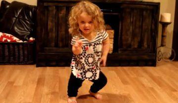 Девочка-карлик танцует как настоящая звезда!