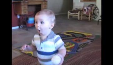 Реакция малыша на телефонный звонок: вы не сможете сдержать улыбку