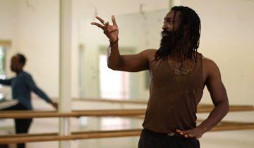 Несмотря на глухоту, он великолепно танцует и учит других танцевать