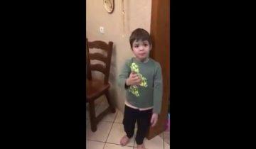 Мальчик защищает мышку и ругает папу