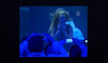 В Париже завелась живая русалка: 1,5 миллиона просмотров