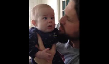 Как успокоить младенца, если он лишен слуха? Этот папа все может!