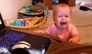 Почему плачет кроха? Она в первый раз слышит от папы «Нет»
