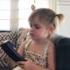 Девочка возмущена: «Это же не iPhone?! Что это?»
