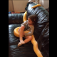 Папаша выложил ролик о том, как дочка смотрит ТВ в обнимку с огромным питоном