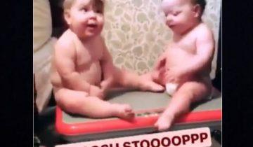 Смешные близнецы на виброплатформе развеселили интернет