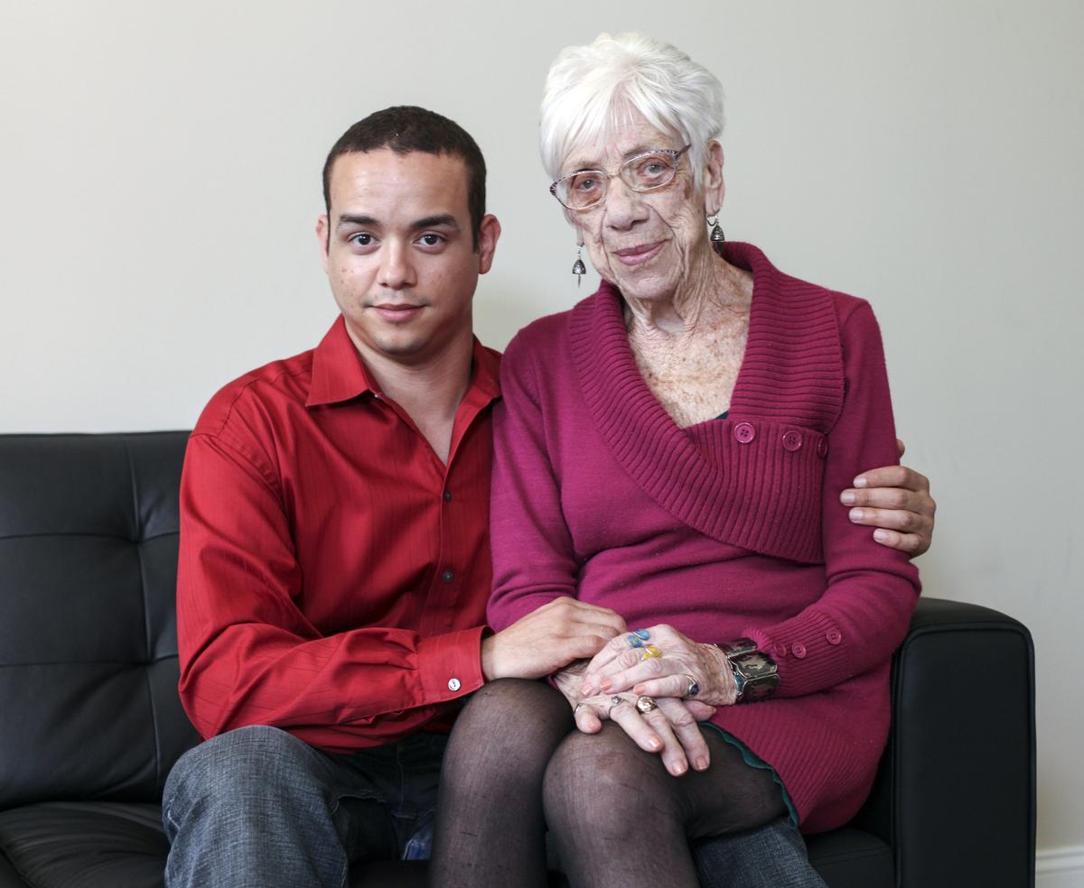 Фото секс мальчик и тетя, Зрелые тетки хотя молодых парней порно фото 11 фотография