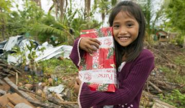 Мальчик сделал незнакомой девочке подарок, а через 14 лет произошло невероятное