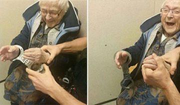 На 99-летнюю женщину одели наручники