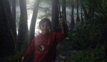 Этот мальчик отправился с папой на рыбалку, а вернулся с неожиданным уловом