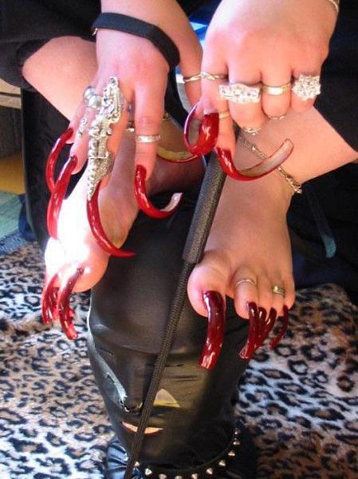 Длинные ногти на ногах порно