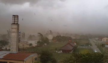 По Румынии пронесся ураган, сметая преграды на своем пути