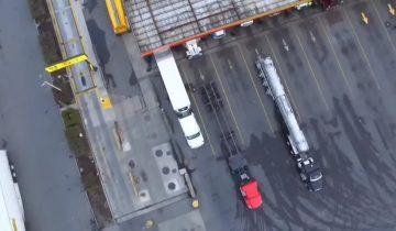 Профессиональный водитель снял с помощью дрона, как паркует свою фуру