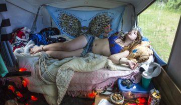 Взгляд фотографа на частную жизнь: американская спальня в проекте Барбары Пикок
