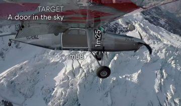 Экстремалы умудрились залететь в самолет на ходу