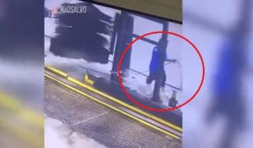 Автомойщик стал героем сети: его намотало на щетку