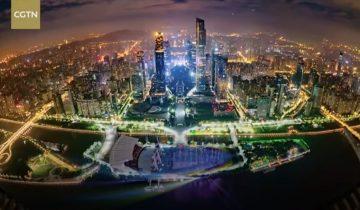 В небо над Гуанчжоу взмыла иллюминация из тысячи дронов