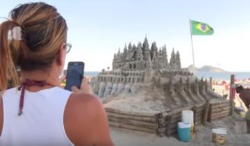 Житель Бразилии построил песочный замок и прожил в нем 22 года