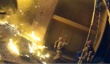 Американский пожарный спас девочку, поймав ее с третьего этажа