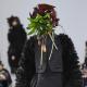 Японский дизайнер на Парижской неделе моды спрятал лица моделей