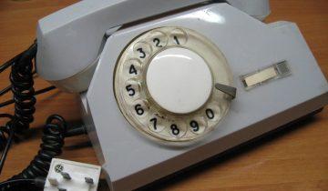 Современным детям предложили воспользоваться дисковым телефоном