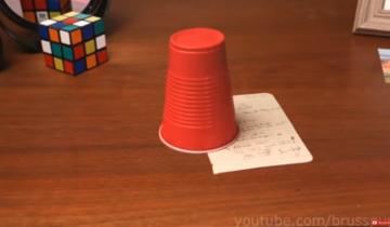 Фантастические оптические иллюзии со стаканом и кубиком Рубика