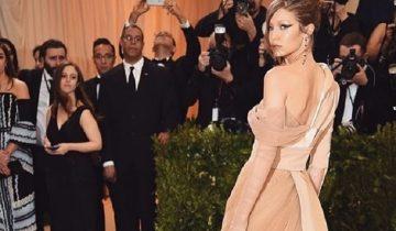 Снимок платья американской модели собрал больше 1,7 млн. просмотров
