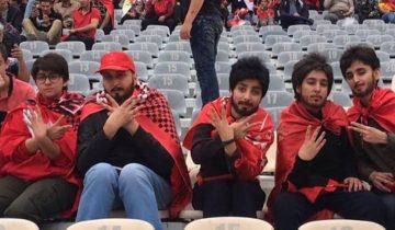 Ради футбольного матча в Иране женщины надевают парики и бороды