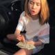Юная блогерша спровоцировала скандал и увольнение матери