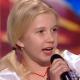 Девочка вышла на сцену, чтобы поразить невероятными вокальными данными