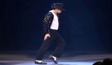 Майкл Джексон впервые демонстрирует лунную походку: архив 1983 год
