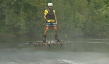 Канадский изобретатель Александр Дуру парит над озером на летающей доске