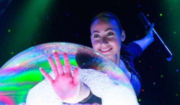 Самое известное шоу мыльных пузырей в мире
