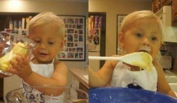 Двухлетний шеф-повар весело «готовит» свой первый торт в карьере