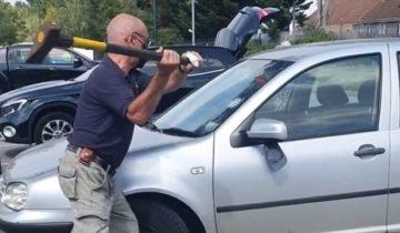 В Англии парень разбил стекло незнакомой машины топором